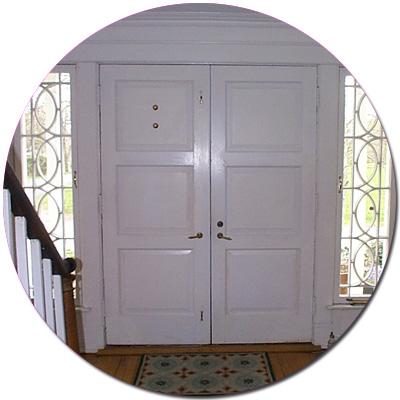 Белые элитные входные двери